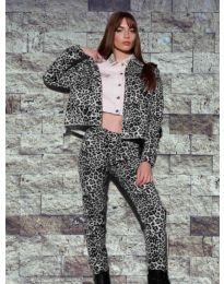 Дамски комплект суичър и панталон с атрактивен десен - код 8884 - 1