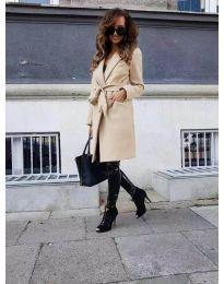 Елегантно дамско палто с колан в бежово - код 7940