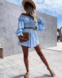 Елегантен дамски комплект блуза с паднали рамене и къси панталонки в светлосиньо - код 2072