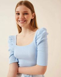 Дамска блуза с атрактивни ръкави рипс в светлосиньо - код 1300