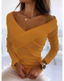 Екстравагантна дамска блуза с ефектно деколте и голи рамене в оранжево - код 0308